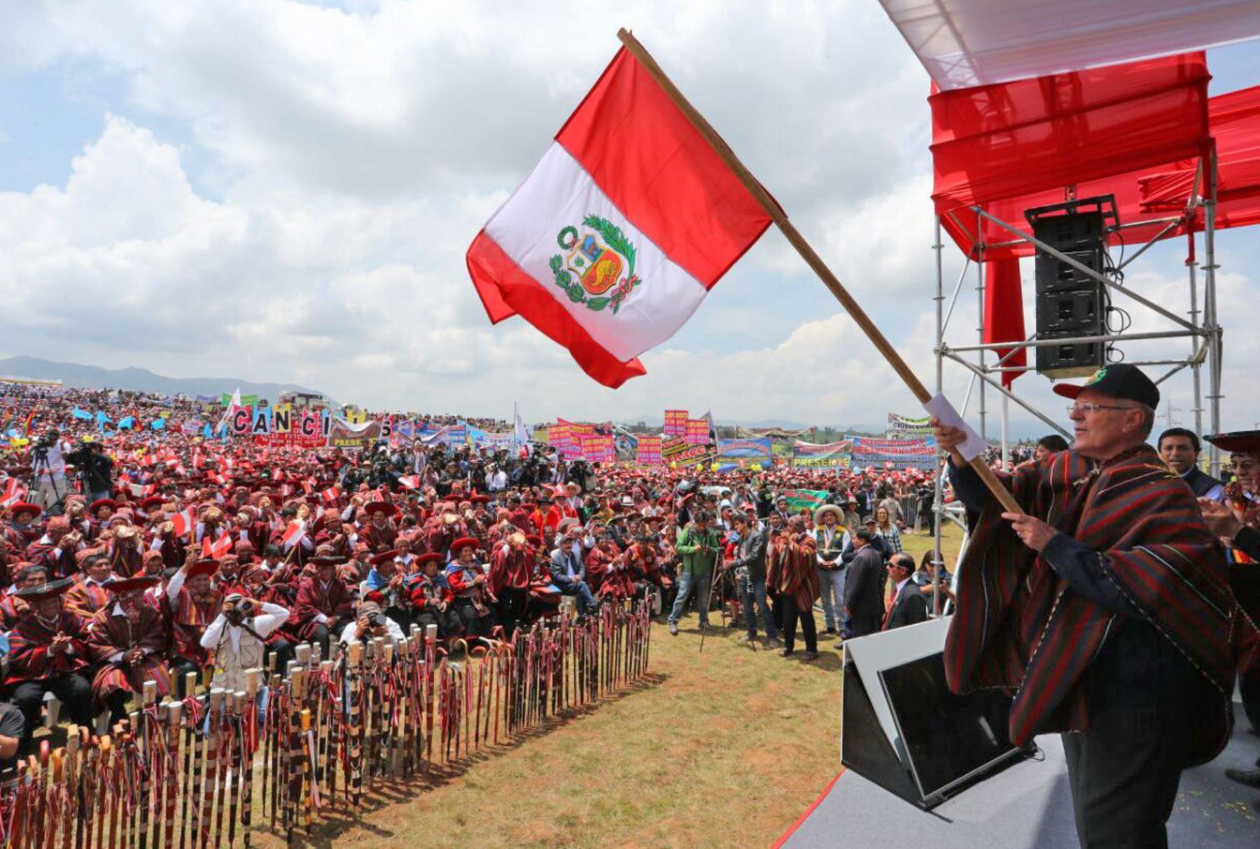 INAUGURACIÒN. El presidente Pedro Pablo Kuczynski viajó expresamente al Cusco para firmar la adenda al contrato de Chincheros, a pesar de las críticas sobre su conveniencia.