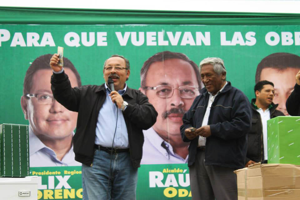 Alcalde de Carmen de la Legua - Reynoso, Raúl Odar, durante su campaña electoral.
