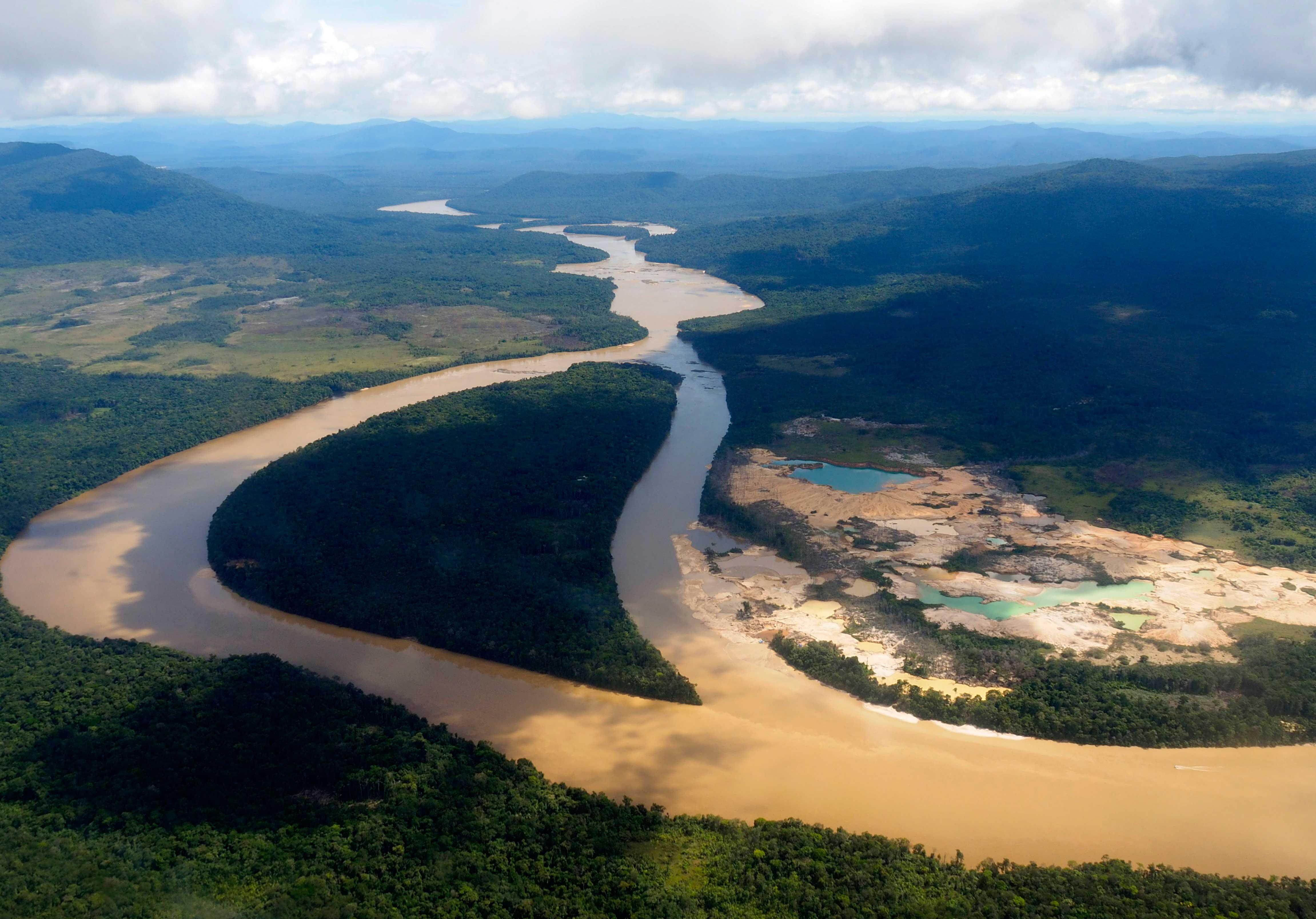 Amazonía en la encrucijada - Territorio Amazonas   Ojo Público