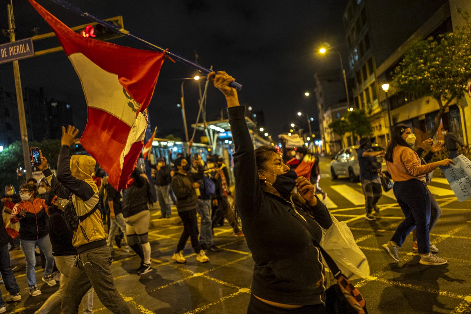 MANIFESTACIÓN. Entre el 9 y 14 de noviembre del año pasado, ciudadanos mayoritariamente jóvenes se organizaron a través de las redes sociales para protestar contra el gobierno de Merino y sus reformas.