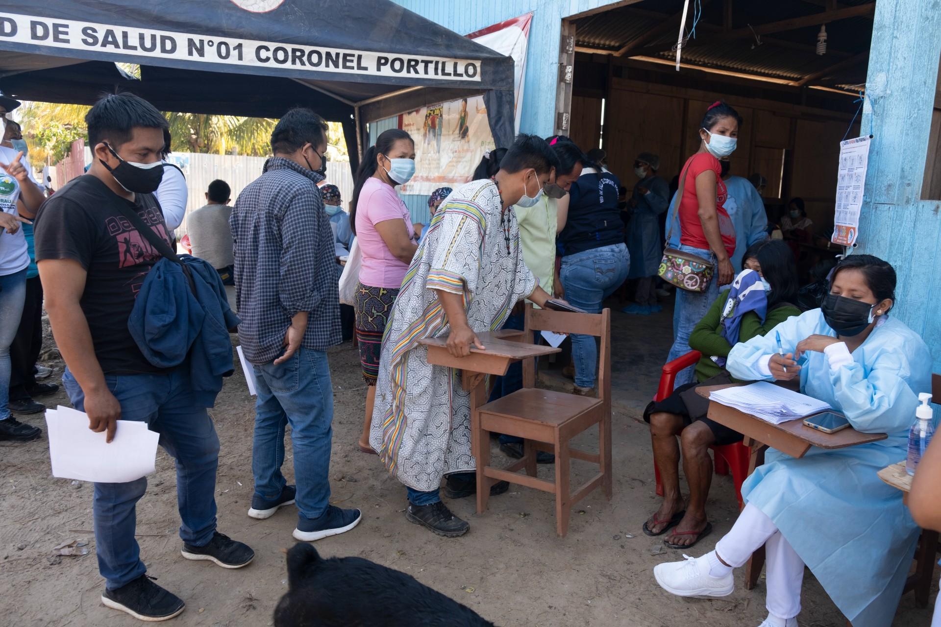 Vacunación indígena en Ucayali