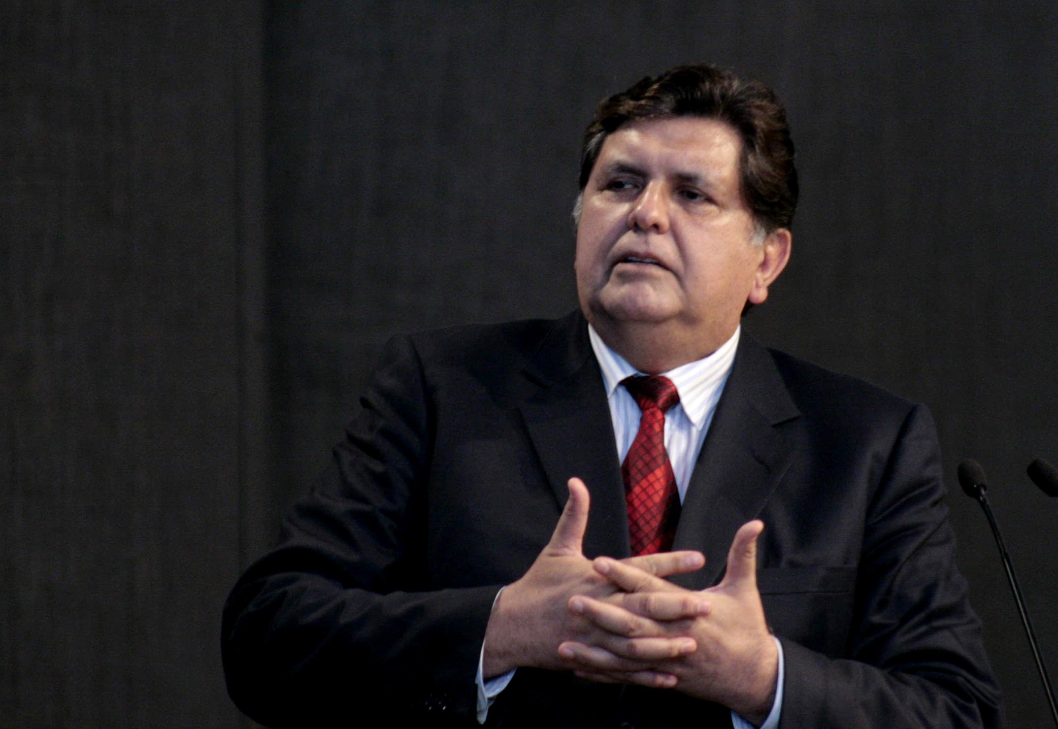 Alan garcia presidente se burla de los apus y como candidato los admira - 2 9